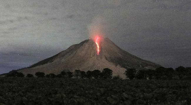 Filipinler'de yanardağ harekete geçti, 12 bin kişi bölgeden ayrıldı