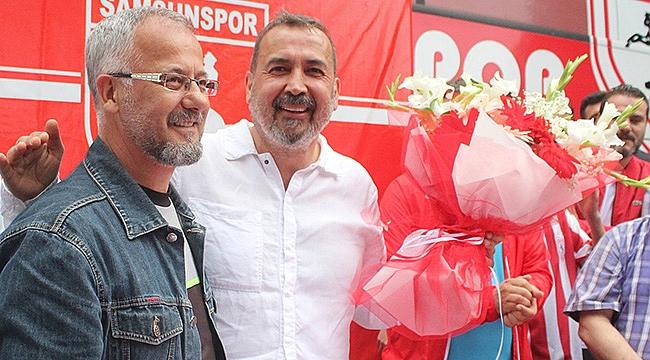 Gazetecilerden Uyanık'a çiçek