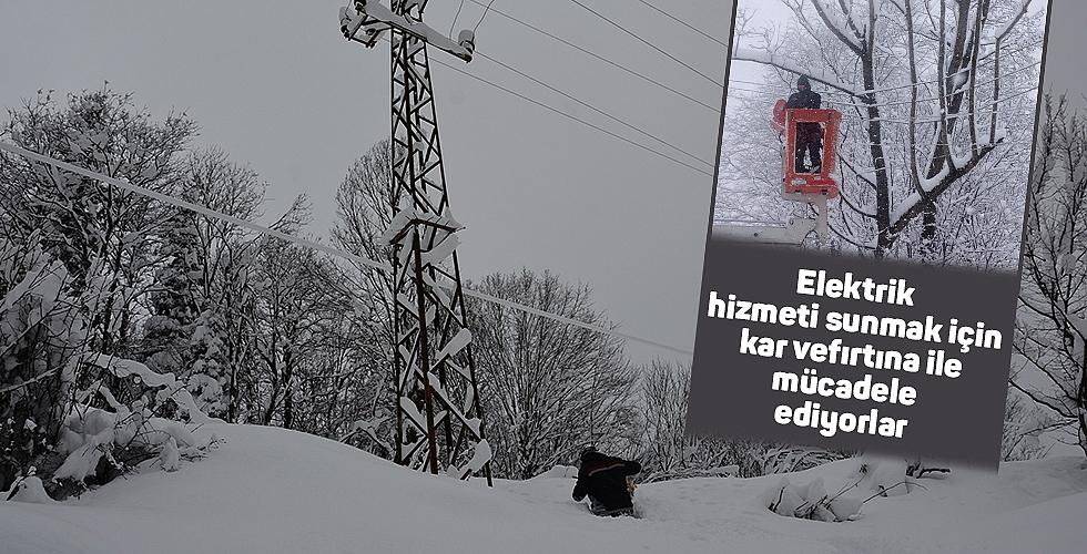 Elektrik hizmeti sunmak için kar ve fırtına ile mücadele ediyorlar