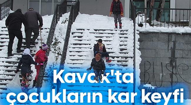 Kavak'ta çocukların kar keyfi
