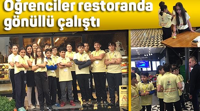 Öğrenciler restoranda gönüllü çalıştı