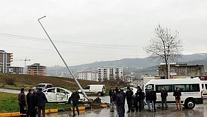Hastane servis minibüsü ile otomobil çarpıştı: 1 yaralı