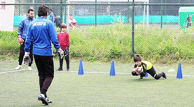 Kaleciler futbol okulundan