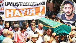 Cenaze töreninde  uyuşturucu isyanı