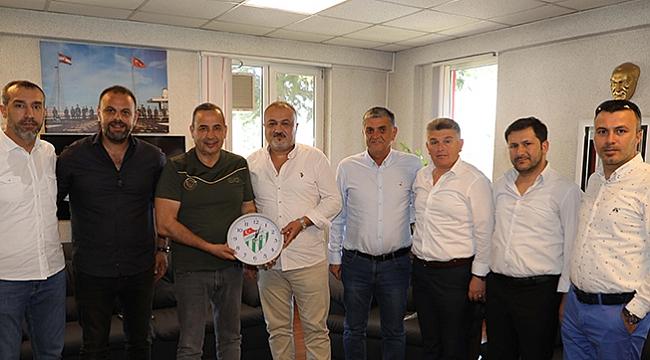 Uyanık'a Çarşambaspor logolu saat