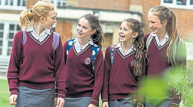 Okul üniformasına  ucuz alternatif