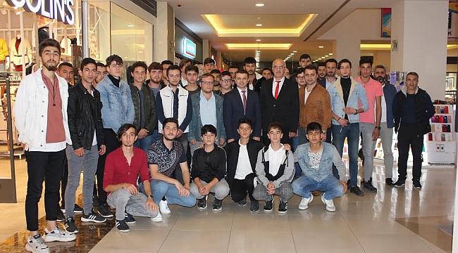 Bafra'da Ülkücüler sinema salonuna sığmadı