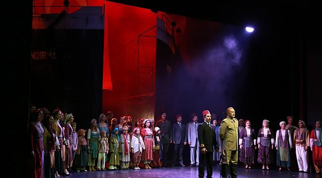 Yeniden Doğuş opera sahnesinde