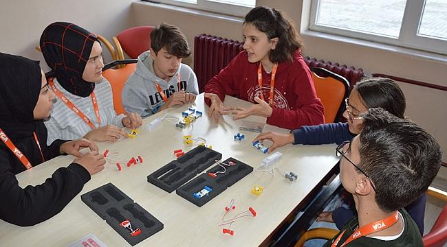 Gençlerden öğrencilere bilim eğitimi