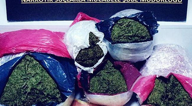 Gürcistan plakalı tırda  12 kilo esrar ele geçti