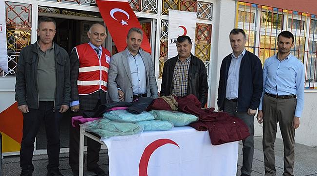 Türk Kızılay'dan mont yardımı