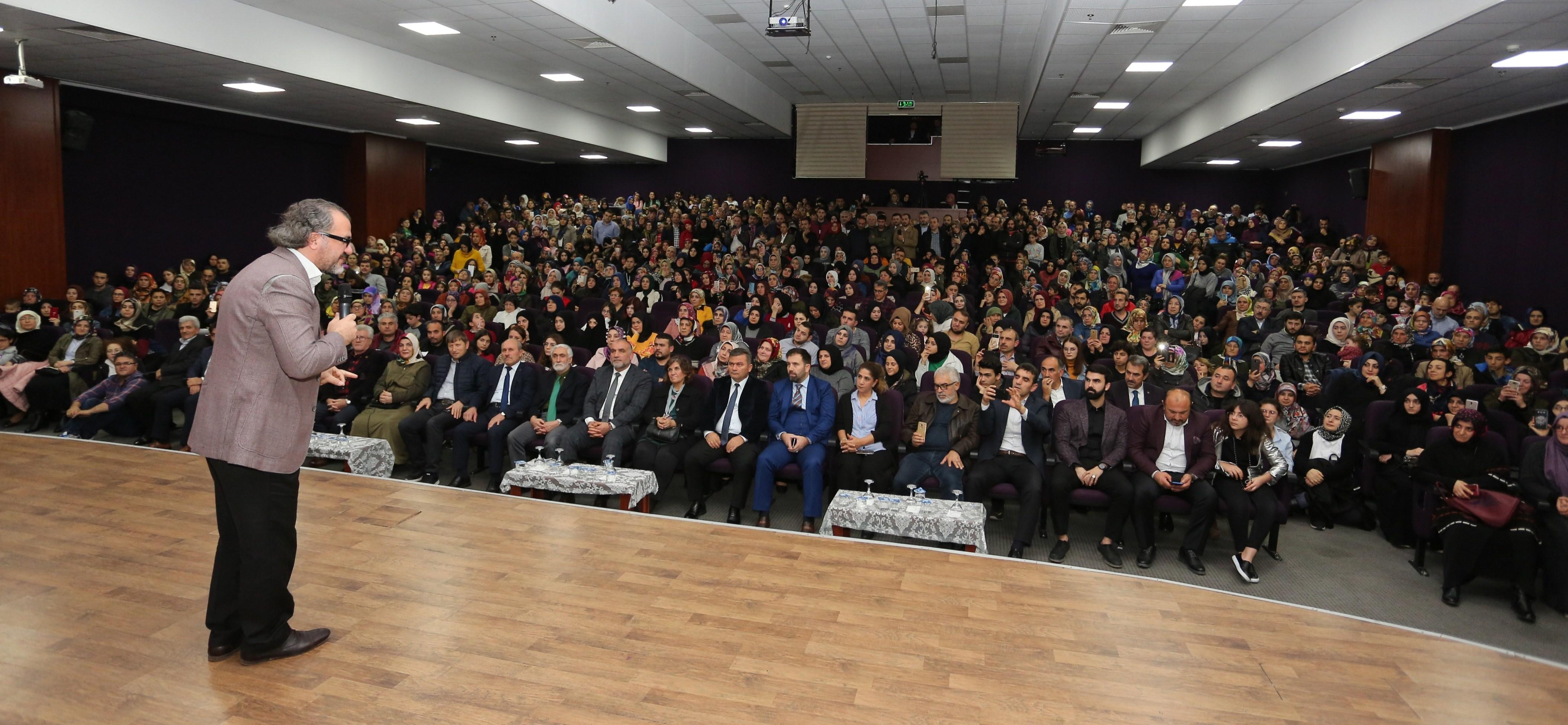 Canik'te 'Bilinçli Aile, Duyarlı Gençlik' konferansı
