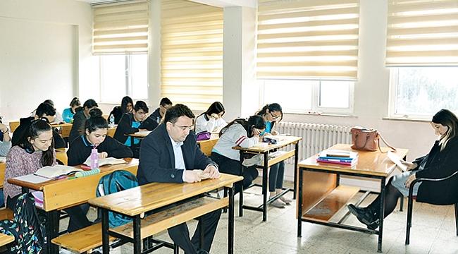 Havza protokolü öğrencilerle kitap okudu