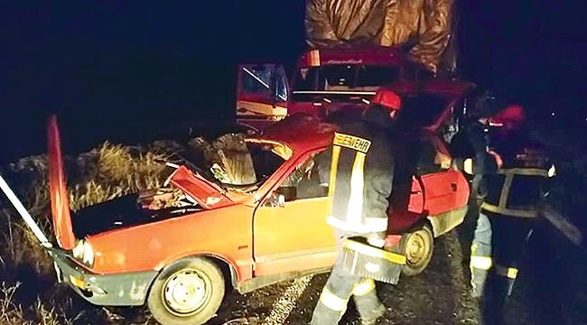 Otomobille kamyon çarpıştı: 2 ölü