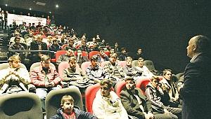 Üniversite öğrencileri Naim'i izledi