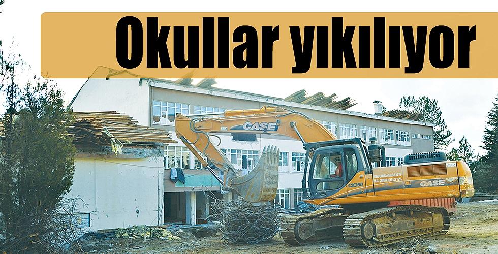 Okullar yıkılıyor