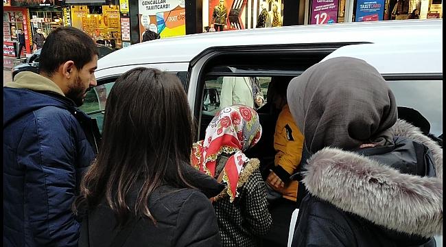 Tayt hırsızı mağaza çalışanlarına yakalandı