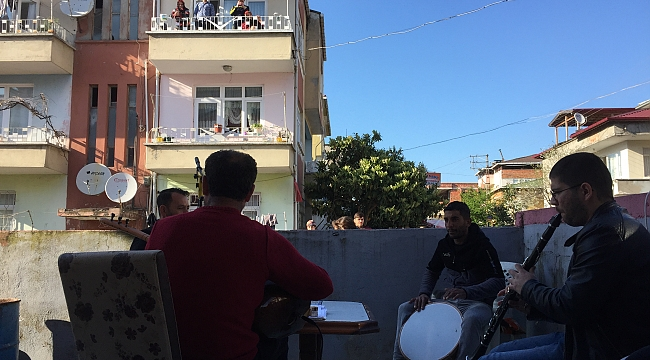 BALKONDAN MORAL KONSERİ