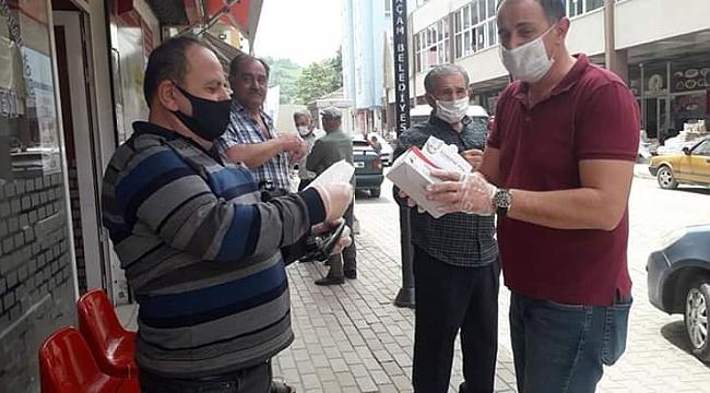CHP halk pazarında maske dağıttı