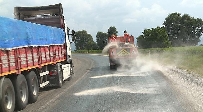 Sıcak hava nedeniyle asfalt eridi