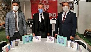 Huzurevi sakinleri 8 tablet bağışladı