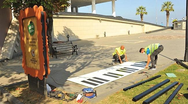 Büyükşehir'den çocuklara ayak piyanosu