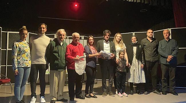 Acar'dan tiyatroya destek
