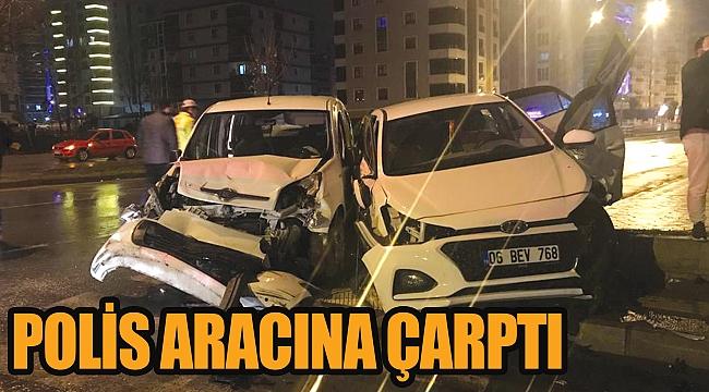 Polis aracına çarptı