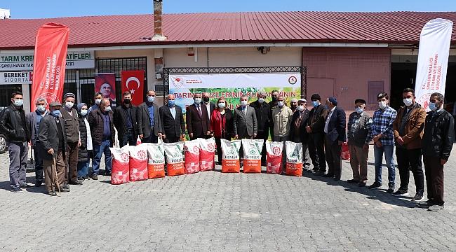 Çiftçilere yağlık ayçiçeği tohumu dağıtıldı