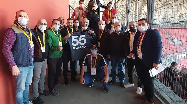 Bilek'e Samsunspor forması hediye edildi
