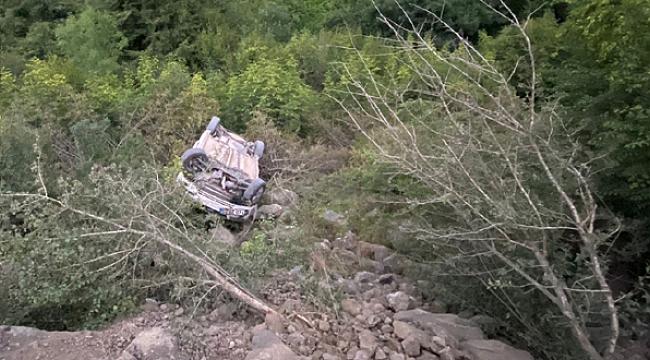 Ayvacık'ta otomobil uçuruma yuvarlandı