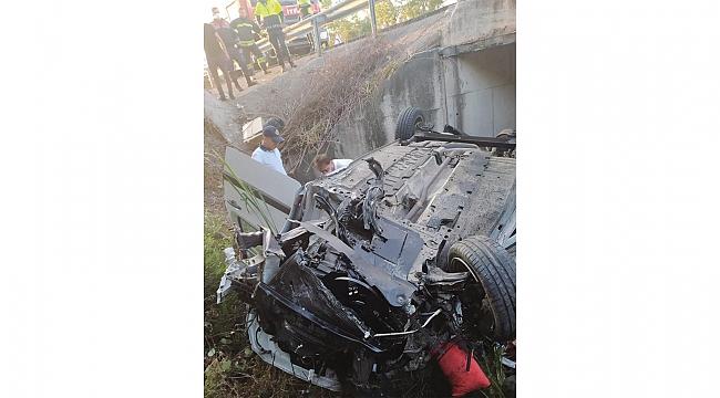 Samsun'da hafif ticari araç menfeze çarpıp devrildi: 3 ölü, 2 yaralı