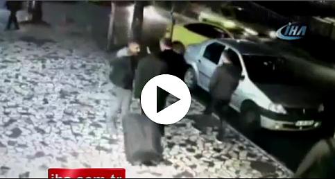 Fatih'te Iraklı turistleri soyan zanlılar kamerada