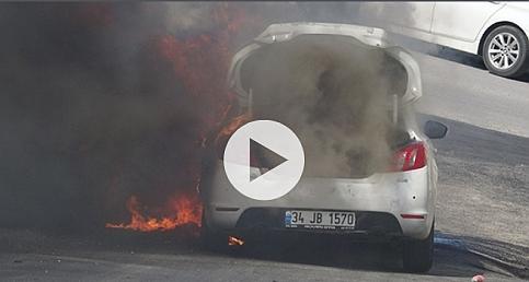 Seyir halindeki otomobil alev alev yandı !