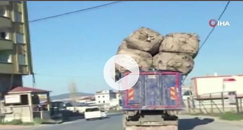 Trafikte tehlike saçan aşırı yüklü kamyon kamerada