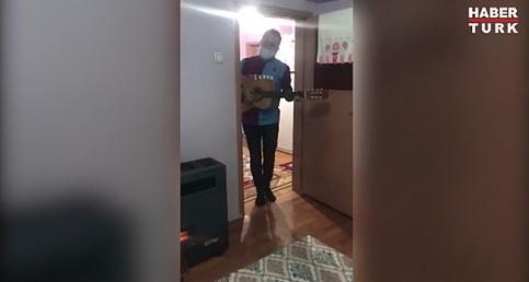 Haluk Levent, yatağa bağlı yaşayan 15 yaşındaki Gökdeniz'i ziyaret edip şarkı söyledi