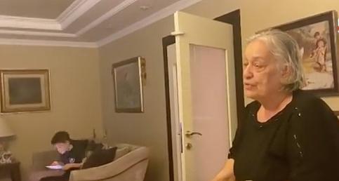 Cem Yılmaz'ın annesi Sebahat Yılmaz, 70. yaşını kutladı