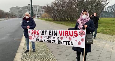 Almanya'da terör örgütü PKK tarafından kızı kaçırılan anne eylemine tekrar başladı