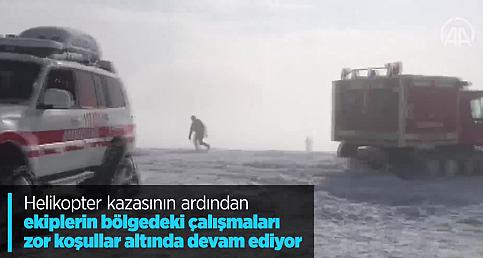 Helikopter kazasının ardından ekiplerin bölgedeki çalışmaları zor koşullar altında devam ediyor
