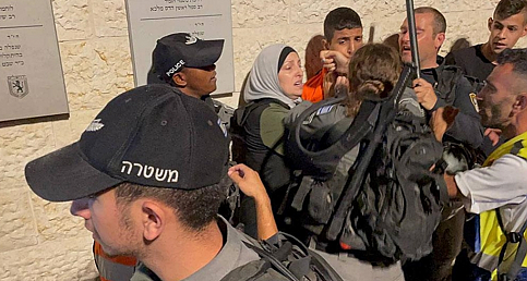 İsrail polisinden Şam Kapısı'nda Filistinlilere saldırı